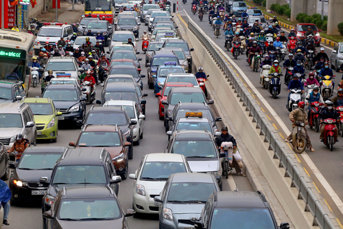 Người Việt tăng mua ôtô, giảm sắm xe máy đầu 2019