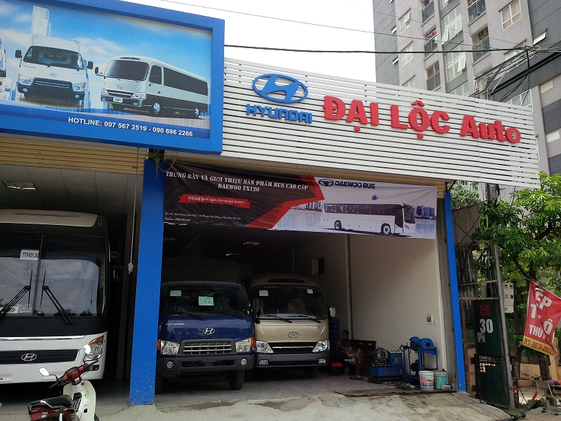Daewoo Vietnam Bus in collaboration with Dai Loc Automobile Company showcases and introduces Daewoo FX 120 passenger car.