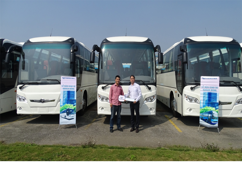 LOTTE RENT A CAR COMPANY RECEIVES 10 PASSENGER CARS 47 DAEWOO GDW6117 FROM DAEWOO BUS VIETNAM COMPANY