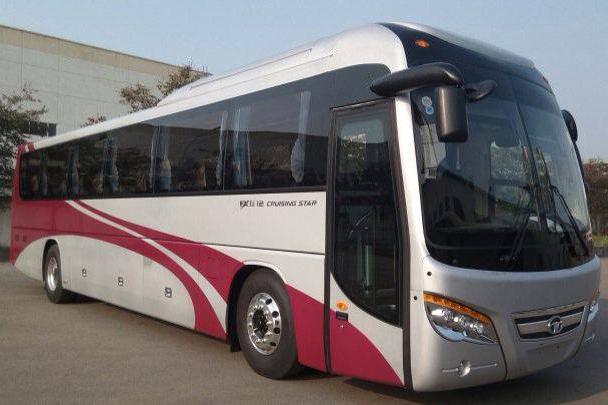 Daewoo Bus Việt Nam kết hợp với công ty ô tô Đại Lộc trưng bày và giới thiệu xe khách Daewoo FX 120